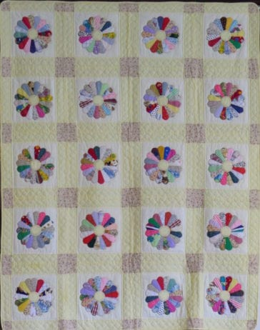 Dresden Plate Quilt Yellow Background